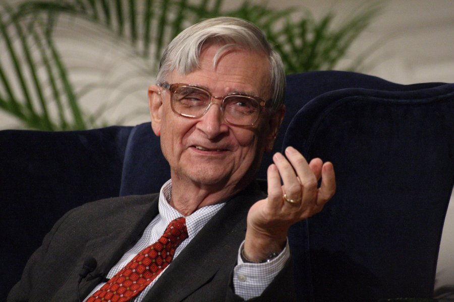 E O Wilson sitting October 16 2007. Photo: Ragesoss, Wikimedia Commons